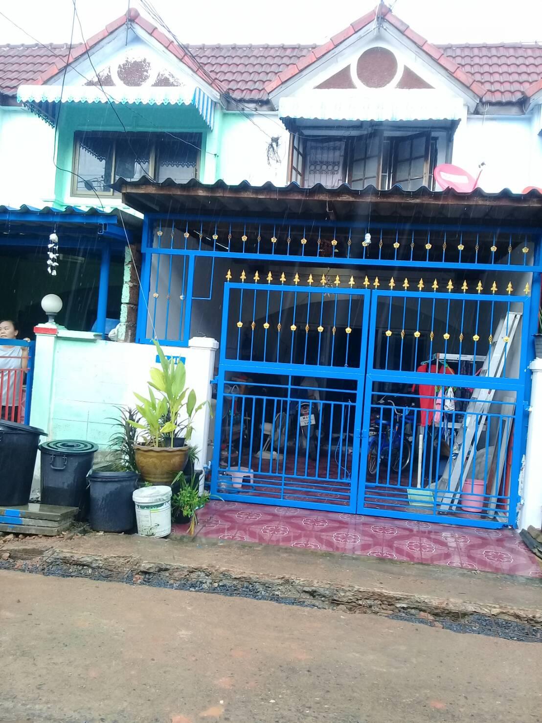 ทาวน์เฮ้าส์หทัยราษฏร์ มีนบุรี หมู่บ้านร่มทิพย์วิลเลจ ติดถนนใหญ่หทัยราษฏร์ มีนบุรี คลองสามวา ใกล้ตลาดมีนบุรี ถนนสุวินทวงศ์