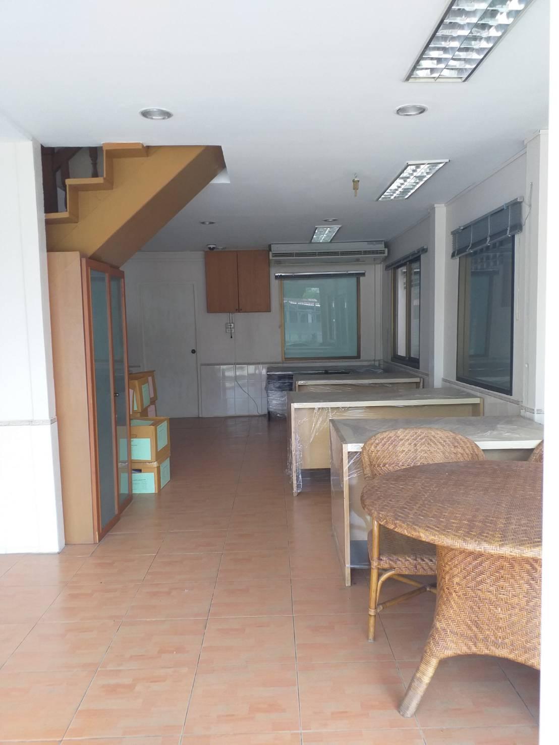 บ้านเดี่ยวบางพลี ถนนกิ่งแก้วซอย41 ราชาเทวะ สมุทรปราการ ทำเป็นโฮมออฟฟิศ พร้อมโกดังขนาดเล็ก ใกล้สนามบินสุวรรณภูมิ